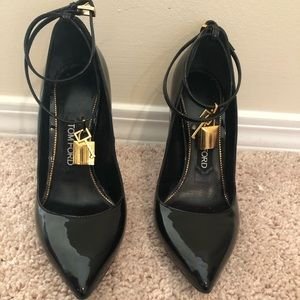 Tom Ford Patent padluck pumps